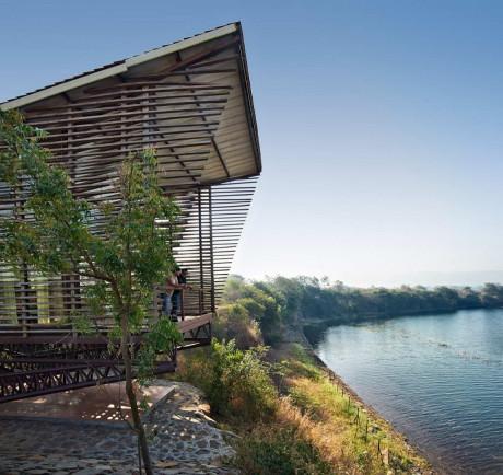Дом над водой (Over Water) в Индии от Design Workshop.