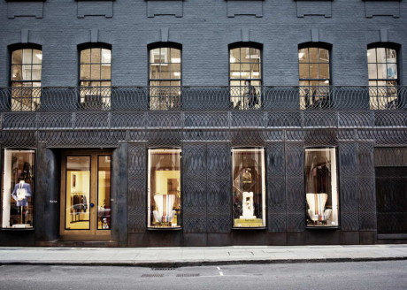 Фасад магазина (Paul Smith Albemarle Street store facade) в Англии от 6a Architects.