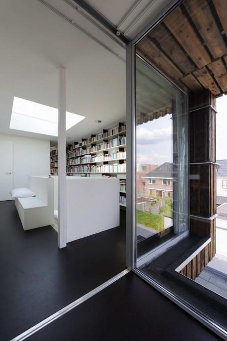 Дом из вторичных материалов в Голландии