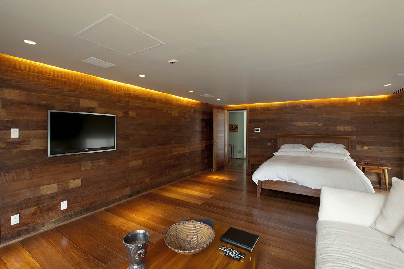 Потолок из досок в квартире