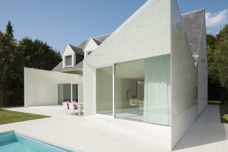 Дом LS (House LS) в Бельгии от dmvA.