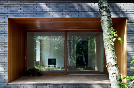 Дом в лесу (House in the woods) в Польше от Hayakawa/Kowalczyk.