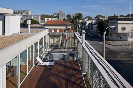 Дом Ибирай (Ibiray House) в Уругвае от Oreggioni Prieto.