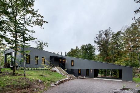 Дом La Sentinelle в Канаде от naturehumaine.