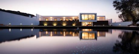 Дом Рибатежу (Ribatejo House) в Португалии от Atelier Nuno Lacerda Lopes.