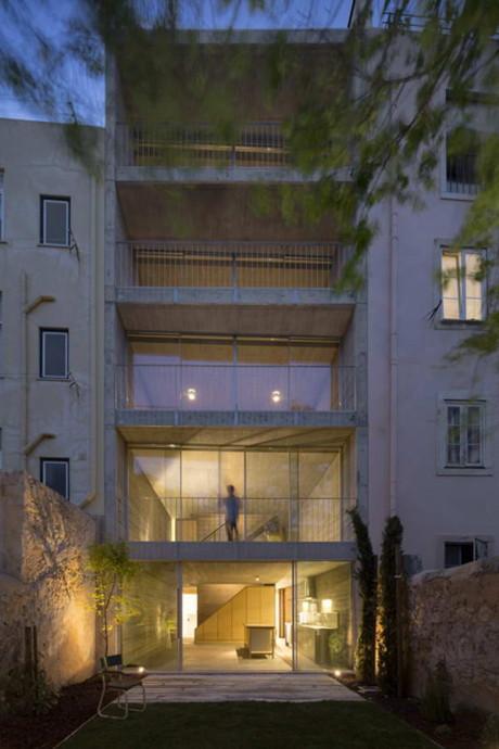 Таунхаус в Португалии (Townhouse in Lisbon) в Португалии от ARX Portugal Arquitectos.