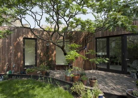 Дом у дерева (Tree House) в Англии от 6a Architects.