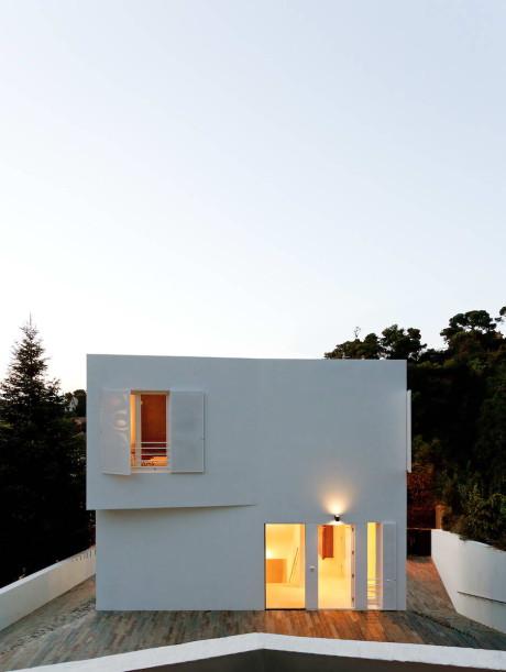 Дом Вальвидрера (Vallvidrera House) в Испании от YLAB Arquitectos.