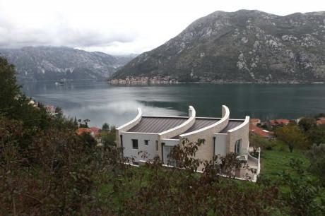 Дом у залива в Черногории