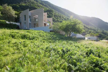 Вилла Столив (Vila Stoliv) в Черногории от Enforma Studio.