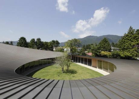 Вилла в Сенгокубара (Villa at Sengokubara) в Японии от Shigeru Ban Architects.