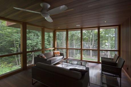 Дом у пруда Беркшир (Berkshire Pond House) в США от David Jay Weiner.