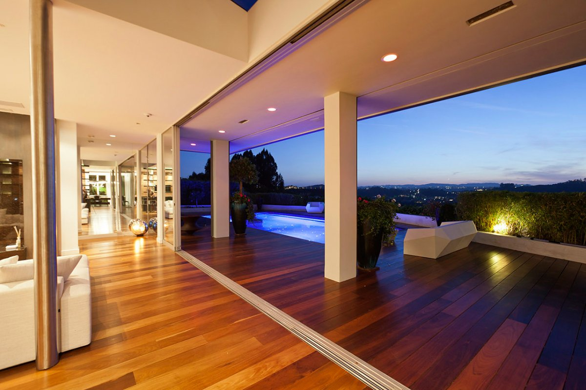 an essay on the luxurious house in the hills of california