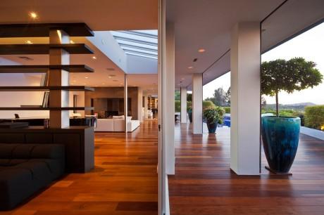 Дом в Беверли-Хиллз (Beverly Hills House) в США от JENDRETZKI Architecture.