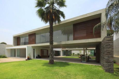 Дом на равнине (Casa La Planicie II) в Перу от Oscar Gonzalez Moix.