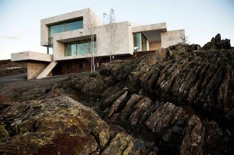 Дом среди скал в Испании