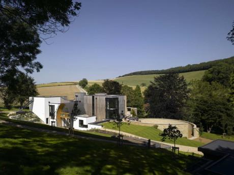 Резиденция Даунли (Downley House) в Англии от BPR Architects.