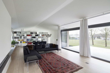 Дом Л (House L) в Голландии от Grosfeld van der Velde Architecten.