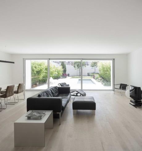 Дом в Пареде (House in Parede) в Португалии от Humberto Conde.