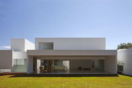 Дом Миглиари Гимарайнш (Migliari Guimaraes House) в Бразилии от DOMO Arquitetos.