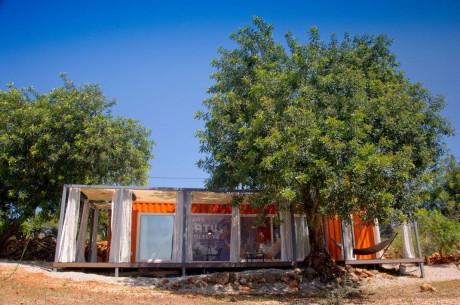 Кочевой Дом (Nomad Living) в Португалии от Studio Arte architecture & design.