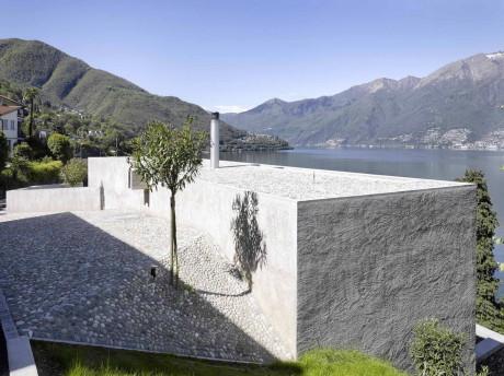 Дом с видом на озеро в Швецарии