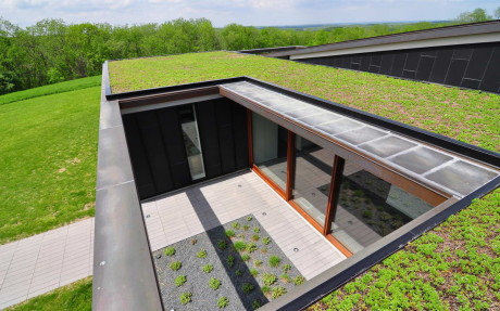 Топо-дом (Topo House) в США от Johnsen Schmaling Architects.