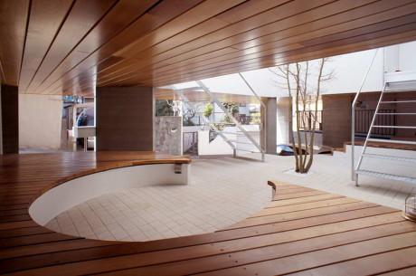 "Дом ""По ту сторону холма"" (Beyond the hill) в Японии от Kazuhiko Kishimoto."