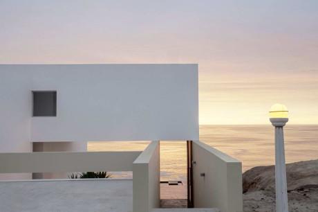 Дом на склоне у океана в Перу