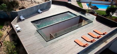 Минималистский дом с бассейном в Португалии
