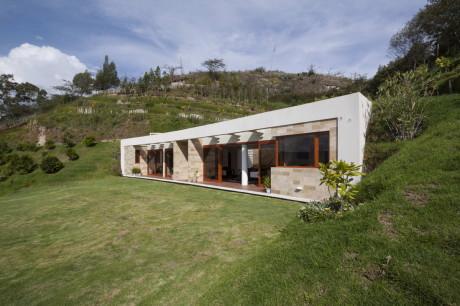 Дом-склон в Эквадоре