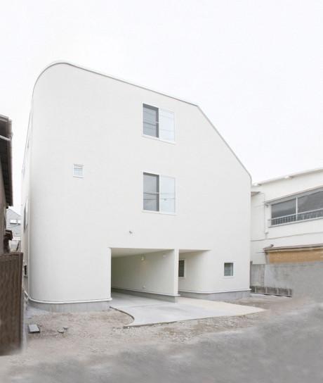 Дом в Накамегуро (House in Nakameguro) в Япония от LEVEL Architects.