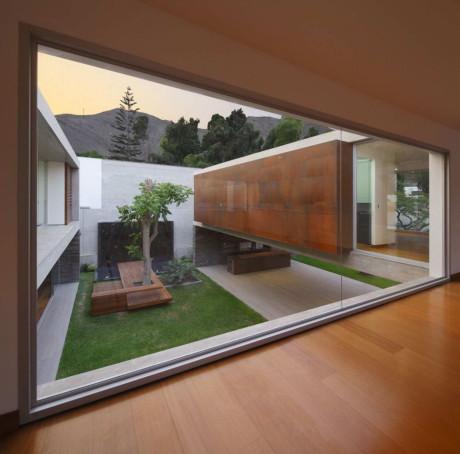 Дом La Planicie 2 (La Planicie House II) в Перу от Oscar Gonzalez Moix.
