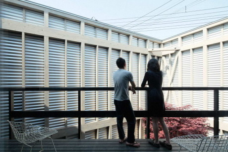 Дом с серебряным экраном (Silver Screen House) в Японии от Akasaka Shinichiro Atelier.