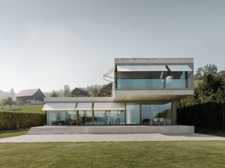 Дом с видом на озеро в Швейцарии