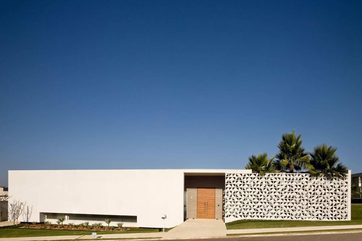 Casa do Patio 1 135x135 Дом вокруг двора в Бразилии минимализм декор двор