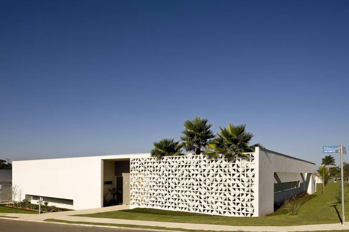 Casa do Patio 2 135x135 Дом вокруг двора в Бразилии минимализм декор двор