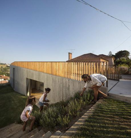 Дом в Кашиас (Casa em Caxias) в Португалии от Antonio da Costa Lima, L Arquitectos.