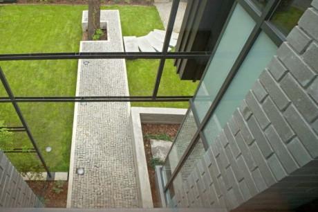 Частный дом в Анине (Dom Prywatny w Aninie) в Польше от Marek Rytych Architekt.