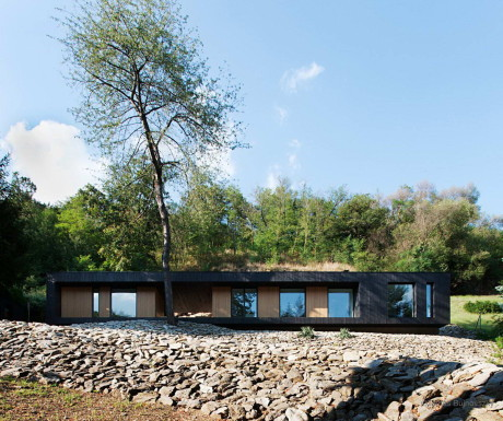 Дом на скалистом склоне в Венгрии