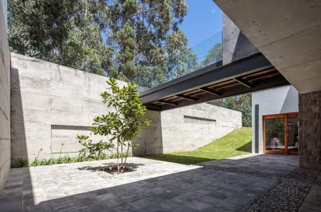 Дом на холме в Эквадоре