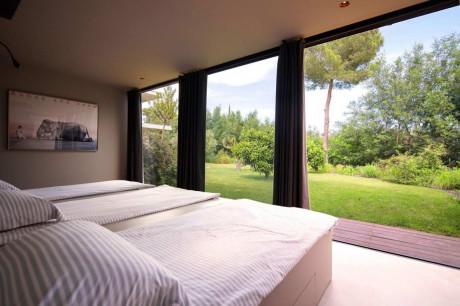 Частный дом (Private House) во Франции от Bumper Investments.