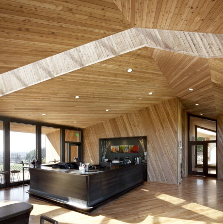 Дегустационный зал (Tasting Room at Sokol Blosser Winery) в США от Allied Works Architecture.