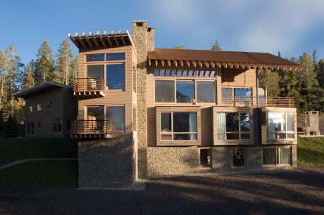 Лесной дом в горах в США