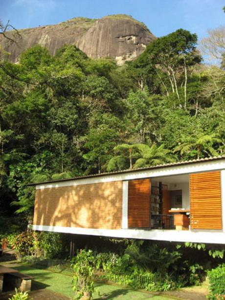 Дом Лота (Casa Lota) в Бразилии от Sergio Bernardes.