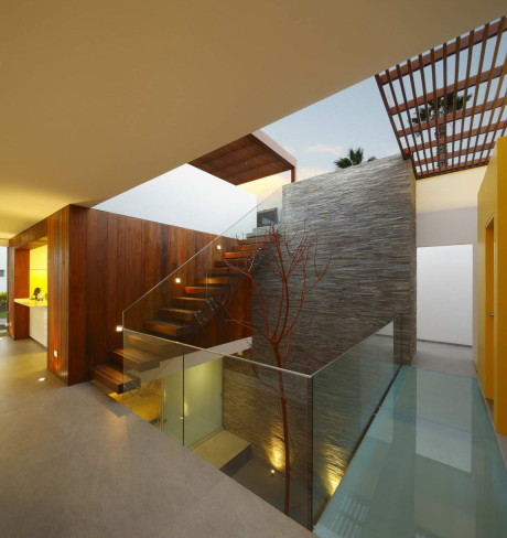 Дом П12 (Casa P12) в Перу от Martin Dulanto Architect.