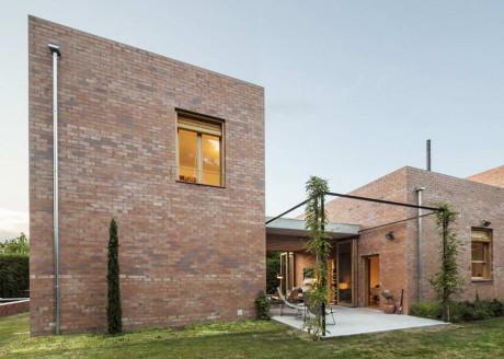 Кирпичный дом в Испании 2