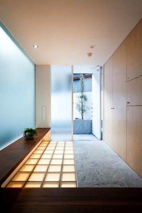 Дом в Токио (Tokyo House) в Японии от Atelier Tekuto.