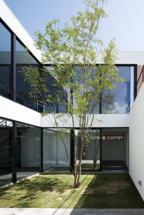 Дом Fleuve (House Fleuve) в Японии от APOLLO Architects & Associates.