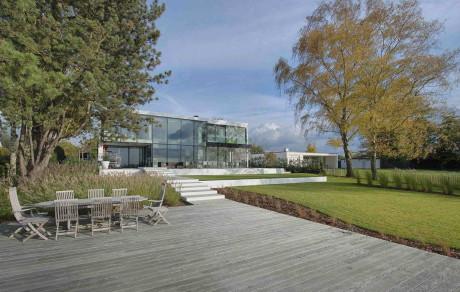 Дом у озера в Бельгии